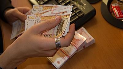 Două cupluri din raionul Ialoveni au primit câte 4.000 de lei din partea autorităţilor