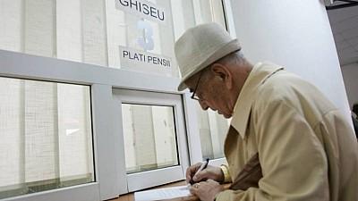 Vârstnicii cu venituri mai mici de 1.589 de lei şi-au ridicat pensiile majorate cu 10 la sută