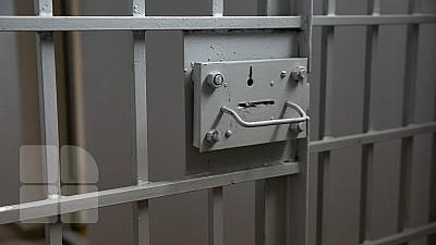 Unul din cei doi fraţi reţinuţi pentru furturi din case şi magazine de lux din Europa, RĂMÂNE în arest