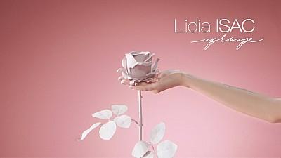Premieră la PRIMA ORĂ. Interpreta Lidia Isac a lansat videoclipul piesei Aproape