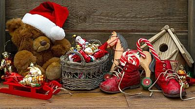 Au primit daruri de la Moş Nicolae. Creştinii ortodocşi de stil vechi îl sărbătoresc pe cel mai iubit sfânt al copiilor