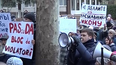 Activiștii binomului PAS-PPDA, huiduiți de locuitorii municipiului Orhei. Oamenii îi acuză pe politicieni că apără infractorii