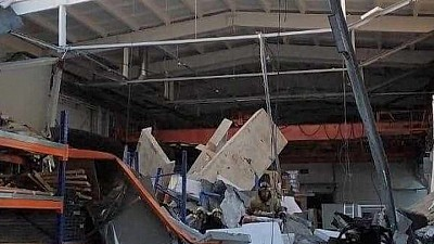 Tragedie la o uzină din Rusia. Trei oameni au murit, iar patru au fost răniţi, după ce acoperişul s-a prăbuşit