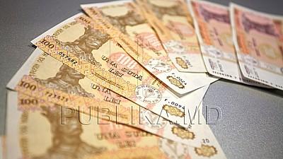 Numărul angajaţilor din domeniul Educaţiei, care vor beneficia de salarii majorate din 1 decembrie a fost extins