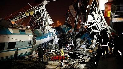 Accident feroviar GRAV în Turcia. Cel puţin patru oameni au murit, iar alți 43 au fost răniţi