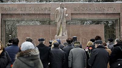 95 de ani de la moartea lui Lenin. Vladimir Voronin a depus flori la monumentul fostului lider bolşevic