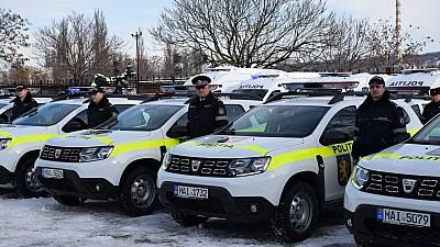 Grupele de intervenţie şi inspectoratele raionale de poliţie au primit 39 de automobile noi