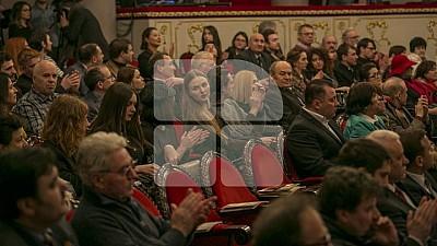 PREMIERĂ la Teatrul Mihai Eminescu din Capitală. Zeci de oameni au mers să vadă spectacolul Livada de vișini
