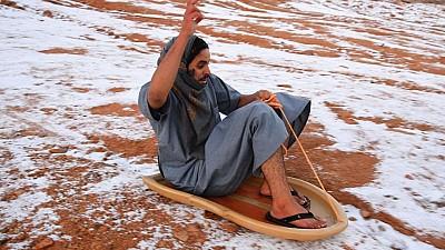 Fenomen meteorologic extrem de rar în Arabia Saudită. Nordul ţării, acoperit de zăpadă