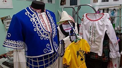 Costume populare EXCLUSIVE create într-un mic atelier din Taraclia. Croitoreasa a beneficiat de un grant în valoare de 10.000 de dolari