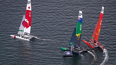Imaginea zilei: Cursa internaţională de navigaţie Sail GP, organizată în Australia. Care dintre cele șase țări participante a luat marele premiu