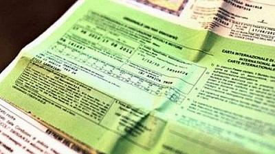 Cartea verde şi asigurarea de tip RCA, mai ieftine cu 15 la sută din această lună