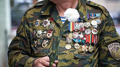 Veteranii războiului de pe Nistru, decoraţi cu medalii Vulturul de Aur. Distincţiile au fost oferite de premierul Pavel Filip
