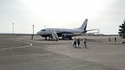 CAMPIONII MONDIALI au ajuns în Moldova. Fotbaliștii, întâmpinaţi de microbişti pe Aeroportul Internaţional Chişinău
