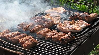 Weekend cu miros de porc la rotisor şi grătare încinse la Anenii Noi