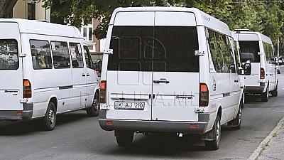 Mai mulţi şoferi de microbuz care circulă pe linii interurbane, amendaţi de oamenii legii pentru nereguli