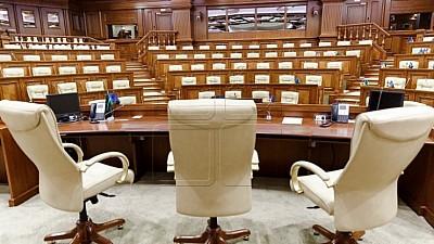 Prima şedinţă a noului Parlament. Eduard Smirnov a avut dificultăţi de exprimare în limba română, chiar dacă a citit de pe foaie