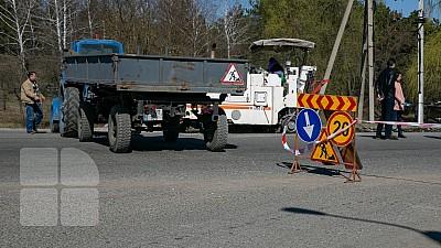 Mai multe străzi din Capitală vor fi reparate. Muncitorii vor plomba gropile şi vor aplica marcaj rutier