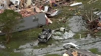 50 de tornade au lovit în forţă partea centrală a Statelor Unite. În Oklahoma au fost distruse zeci de case şi maşini