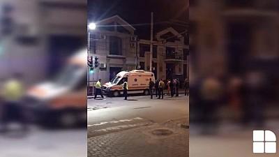 Un pacient, câțiva medici și șoferul unei ambulanțe care s-au ales cu traumatisme, după ce ambulanța în care se aflau s-a răsturnat