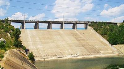 AVERTIZARE HIDROLOGICĂ: Nivelul apei din lacul Costeşti-Stânca a crescut din cauza ploilor abundente din munţii Carpaţi
