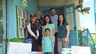Un băiețel din raionul Orhei, care a fost abandonat de mama sa biologică, vizitat de Fundaţia Edelweiss