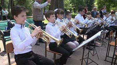 EXAMEN ÎN STRADĂ! Festivalul fanfarelor a adunat spectatori în centrul oraşului