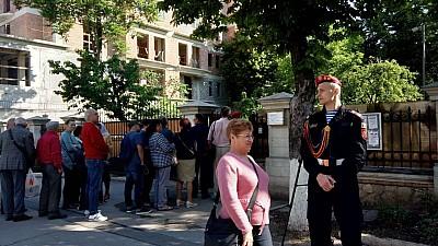 Cetăţenii români stabiliţi în Republica Moldova îşi aleg astăzi deputaţii în Parlamentul European pentru următorii cinci ani