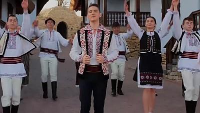 Premieră la PRIMA ORĂ. Interpretul Victor Dănuță a lansat videoclipul piesei Am venit să cânt, să joc