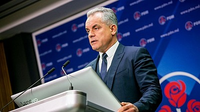 Analişti politici: Decizia lui Vlad Plahotniuc de a renunţa la funcţia de preşedinte al PDM este corectă