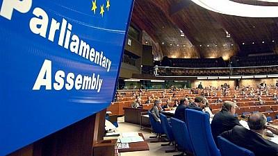 Membrii mai multor delegaţii, au părăsit plenul APCE. Aceștia sunt indignaţi de revenirea Rusiei