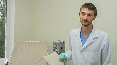 Victor Chișenco este primul şi singurul bărbat din Moldova care lucrează în calitate de moașă