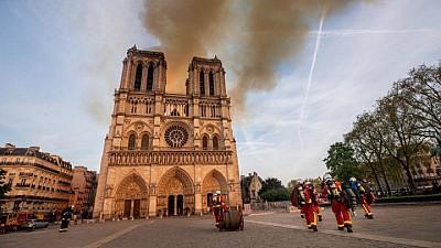 Incendiul de la catedrala Notre Dame din Paris ar fi fost provocat de un scurt circuit sau de o ţigară nestinsă