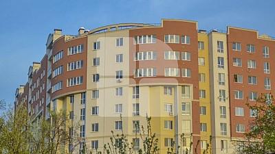 Doi moldoveni au reușit să-și obțină înapoi banii investiți, după ce agenția imobiliară nu a respectat termenul de dare in exploatare a blocului