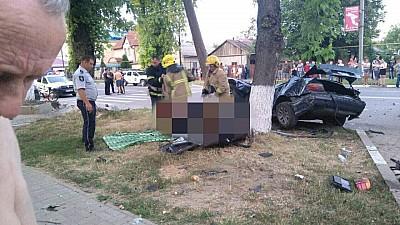 Accident fatal la Ungheni. Un tânăr de 22 de ani a murit, după ce a intrat cu viteză într-un stâlp de electricitate