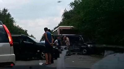 Maşinile din coloana oficială a preşedintelui Ucrainei s-au LOVIT VIOLENT cu două autobuze în care erau copii