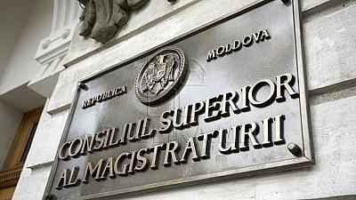 31 de magistraţi RECLAMĂ presiuni şi imixtiuni în procesul judecătoresc din partea politiciului