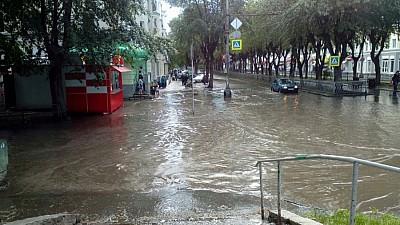 Mai multe regiuni din Rusia, AFECTATE de incendii și inundații puternice
