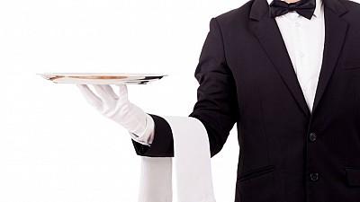 Chelneri pentru o cauză nobilă. Mai multe vedete şi-au pus şorţul şi au servit clienţii unei patiserii din centrul Capitalei