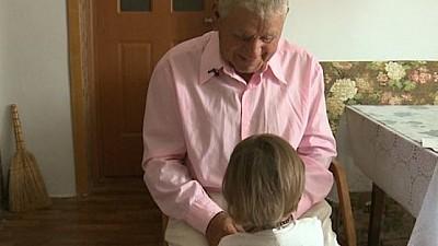 Un moldovean de 82 de ani din satul Chiţcani îşi creşte singur fiica de TREI ani. Unde este mama copilei