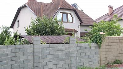 Şeful Centrului Naţional Anticorupţie, Ruslan Flocea, trăieşte într-o casă care ar costa peste două milioane de lei