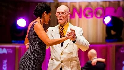 Imaginea zilei: James McManus este pe cel mai vârstnic participant la Campionatul Mondial de Tango