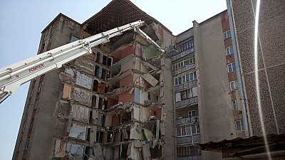 Guvernul a alocat şapte milioane de lei pentru locatarii blocului de la Otaci